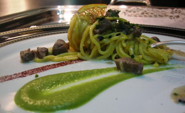 spaghetti all' uovo con ragù di cinghiale
