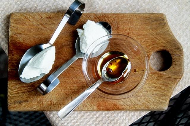 ricotta della Masseria Paolella con miele di acacia al tartufo nero