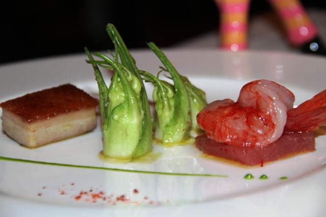 tonno con gamberi rossi, pancetta e puntarelle