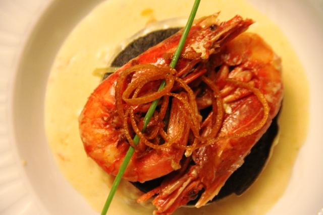 lasagnetta croccante al nero di seppia con totani gamberi rossi