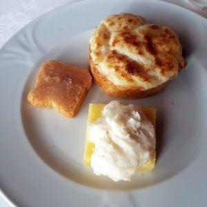 tris di baccalà per iniziare (tre crostini differenti)